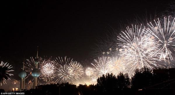 Kuwait fuegos artificiales jubileo oro (3)
