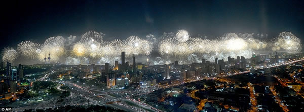 Kuwait fuegos artificiales jubileo oro (2)