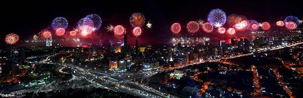 Kuwait fuegos artificiales jubileo oro (1)
