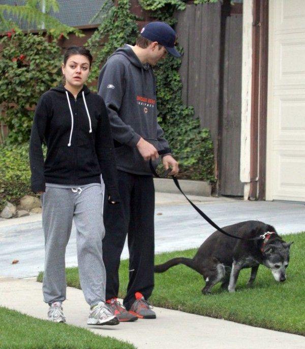 Mila Kunis sin maquillaje paseando (4)