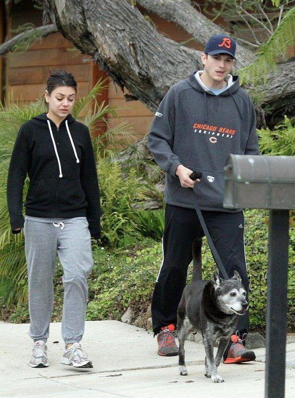 Mila Kunis sin maquillaje paseando (2)