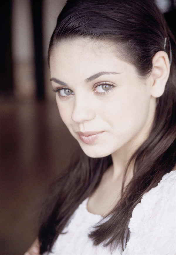 Mila Kunis hermosa sin maquillaje (1)
