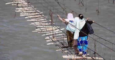 puente colgante peligroso (1)