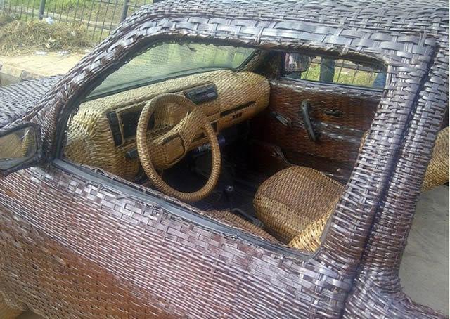 Auto cubierto con fibra de rafia en Nigeria (13)