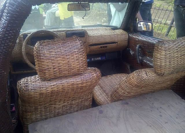 Auto cubierto con fibra de rafia en Nigeria (12)