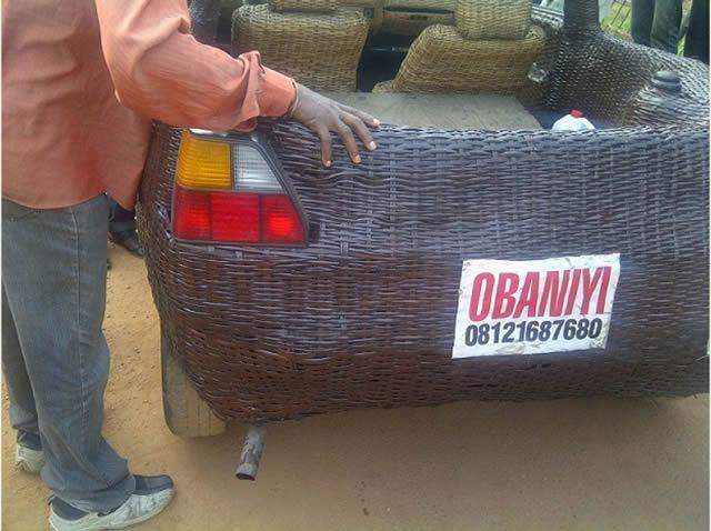 Auto cubierto con fibra de rafia en Nigeria (11)
