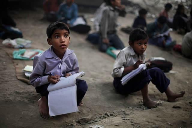 escuela bajo puente India (5)