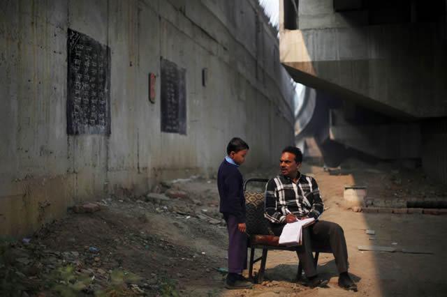 escuela bajo puente India (4)
