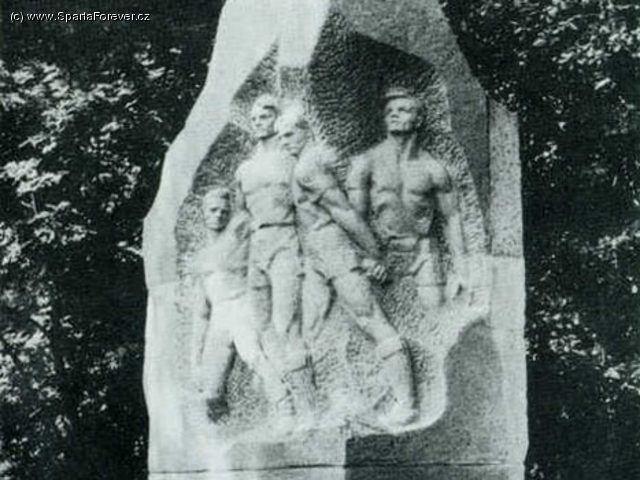monumento jugadores dinamo
