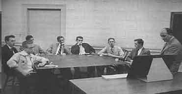 5 Experimentos psicológicos que muestran nuestro lado oscuro Asch_conformity_1955
