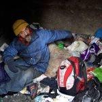 15 años de ser un vagabundo… en un cementerio