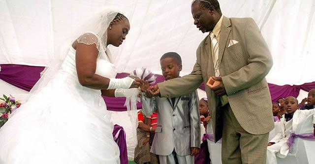 Niño de 8 años se casa con anciana de 61 (2)