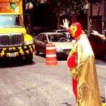 Peatónito, un superhéroe real en México
