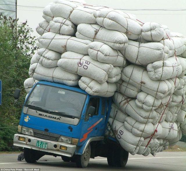 Vehículos sobrecargados en China (12)