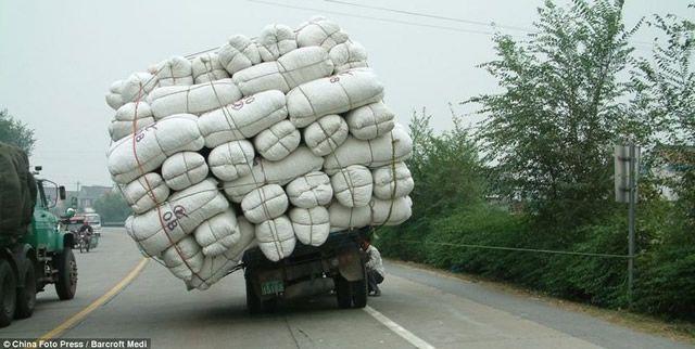 Vehículos sobrecargados en China (11)