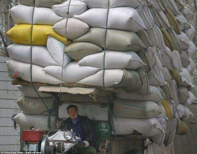 Vehículos sobrecargados en China (10)