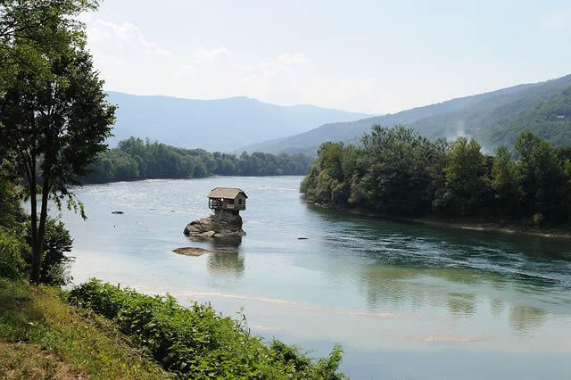 Casa río Drina Serbia (5)