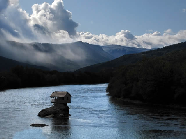 Casa río Drina Serbia (1)