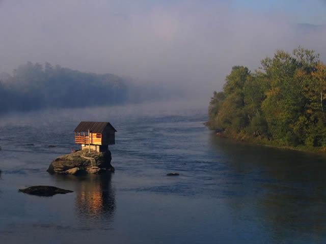 Casa río Drina Serbia (2)