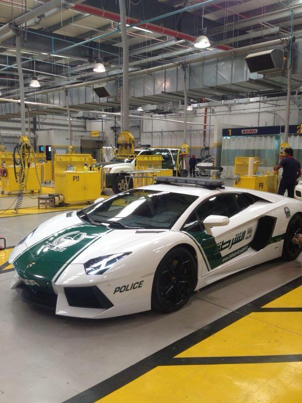 Policía de Dubai Lamborghini Aventador (1)