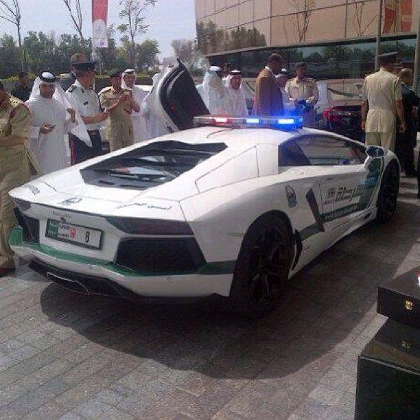 Policía de Dubai Lamborghini Aventador (2)