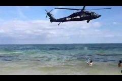 Helicóptero de la Policía Federal en la playa