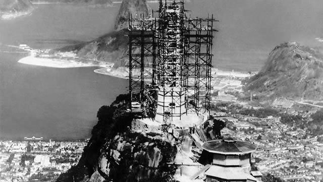 monumentos turísticos en construcción (3)