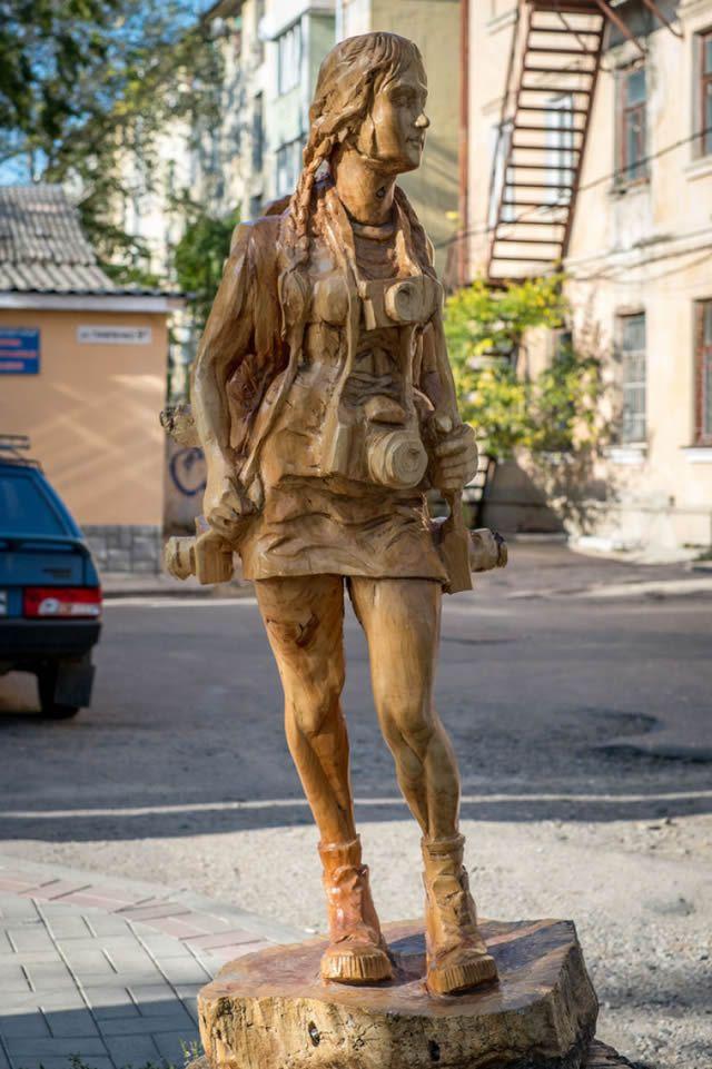 ===Hecho con madera...=== Esculturas_madera_igor_dzheknavarov_01