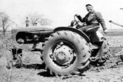 Rodando rueda de tractor