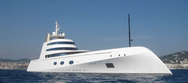 Giga-Yacht