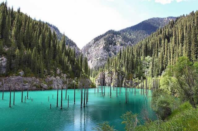 Lago Kaindy, Kazajstán