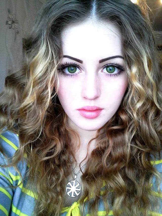 Julia Vins (20)