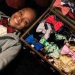 Niño de 11 años se vuelve rico vendiendo en Internet corbatas de moño hechas por él