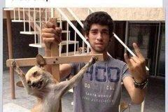 Aarón Pino perro crucificado