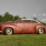 Ruso pone a la venta un coche completamente cubierto con cuero de bisonte