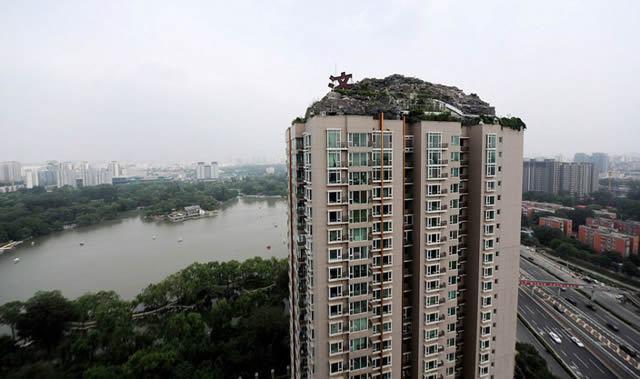 Excéntrico empresario construye casa en edificio en Beijing (1)