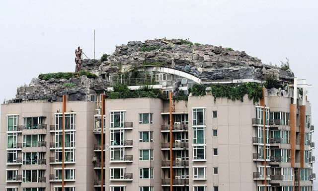 Excéntrico empresario construye casa en edificio en Beijing (8)