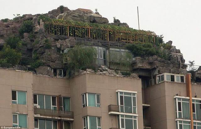 Excéntrico empresario construye casa en edificio en Beijing (7)