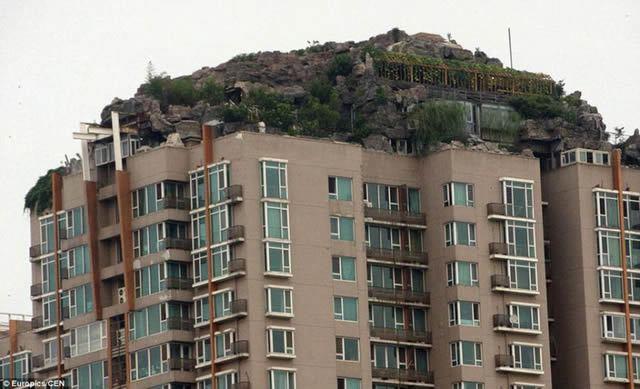 Excéntrico empresario construye casa en edificio en Beijing (6)