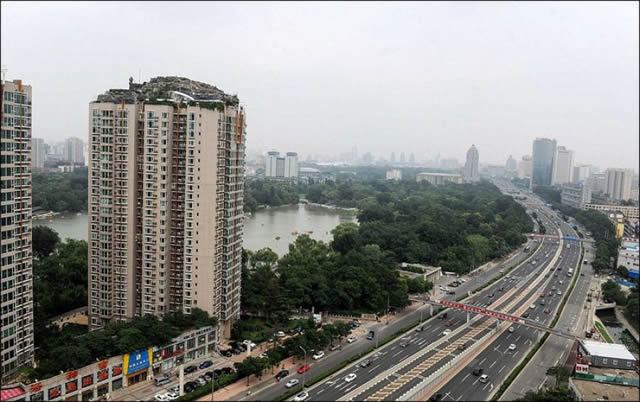 Excéntrico empresario construye casa en edificio en Beijing (4)