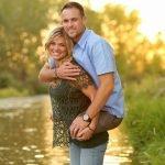 Foto de mujer cargando a su esposo, un ex infante de marina, se hace en viral en la red