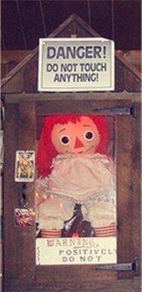 Annabelle muñeca maldita