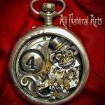Bellas esculturas hechas en relojes antiguos