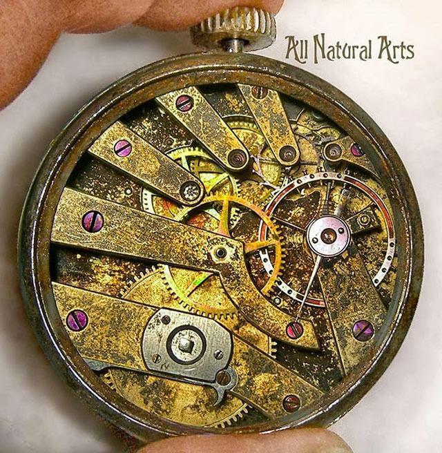 esculturas naturales hechas en relojes antiguos (7)