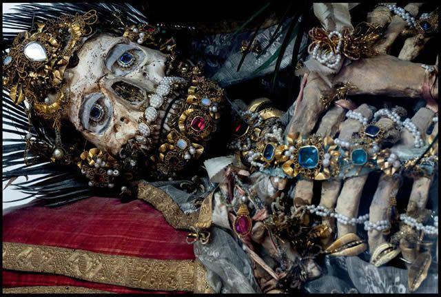 Esqueletos con joyas, santos catacumbas roma (12)