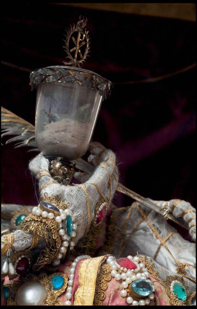 Esqueletos con joyas, santos catacumbas roma (5)