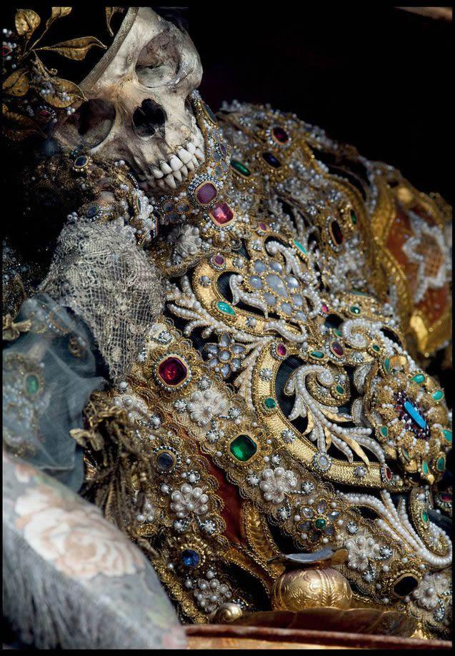 Esqueletos con joyas, santos catacumbas roma (4)