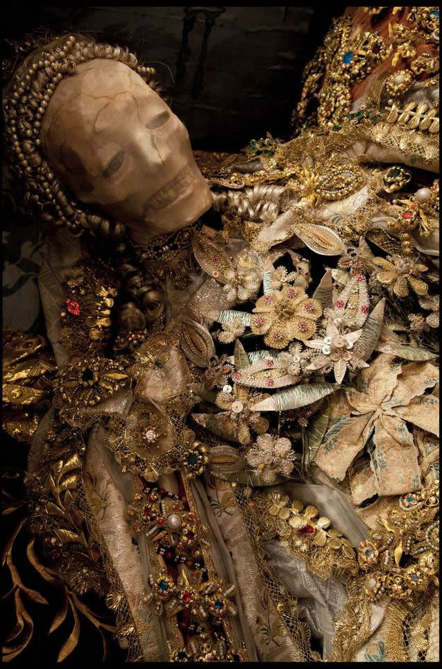Esqueletos con joyas, santos catacumbas roma (3)