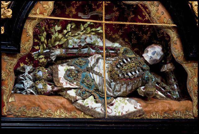 Esqueletos con joyas, santos catacumbas roma (8)