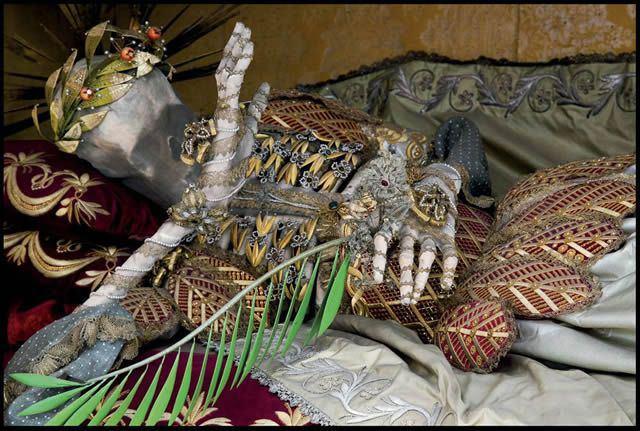 Esqueletos con joyas, santos catacumbas roma (7)